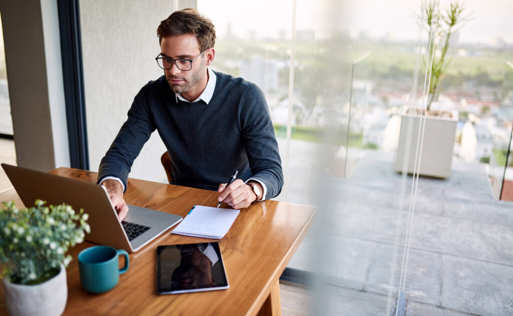 'Hot desking'-trabajo-empresa-mesas-calientes-nueva-tendencia-vuelta-oficinas-empleo-app-sitios-teletrabajo-interior