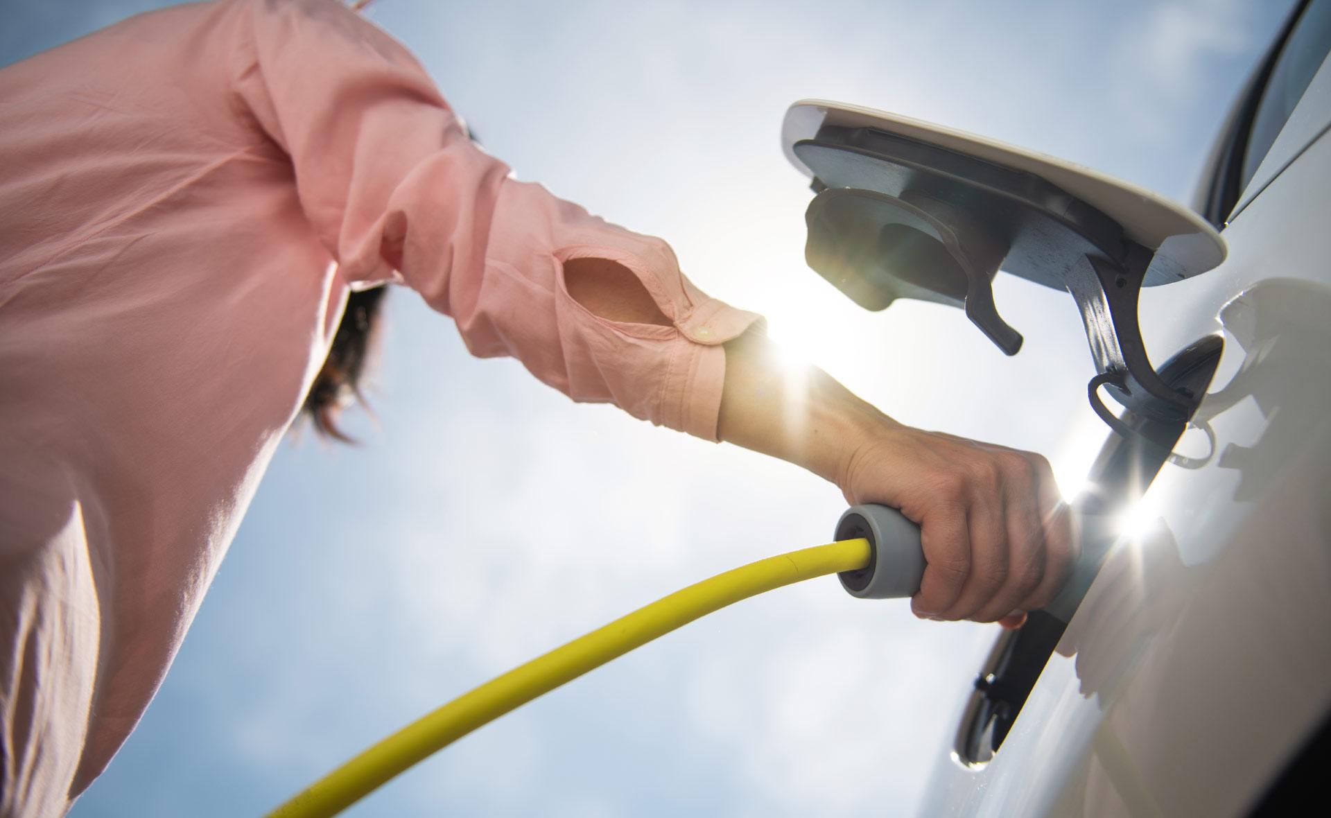 turquía-prestamos-coches-sostenible-vehiculos-hibridos-electricos-eficiencia-movilidad