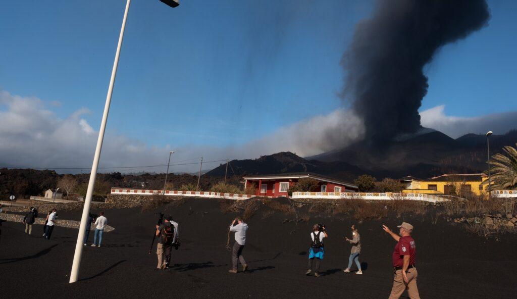ceniza-volcan-la-palma-canarias-efe-BBVA EFE/Carlos de Saá