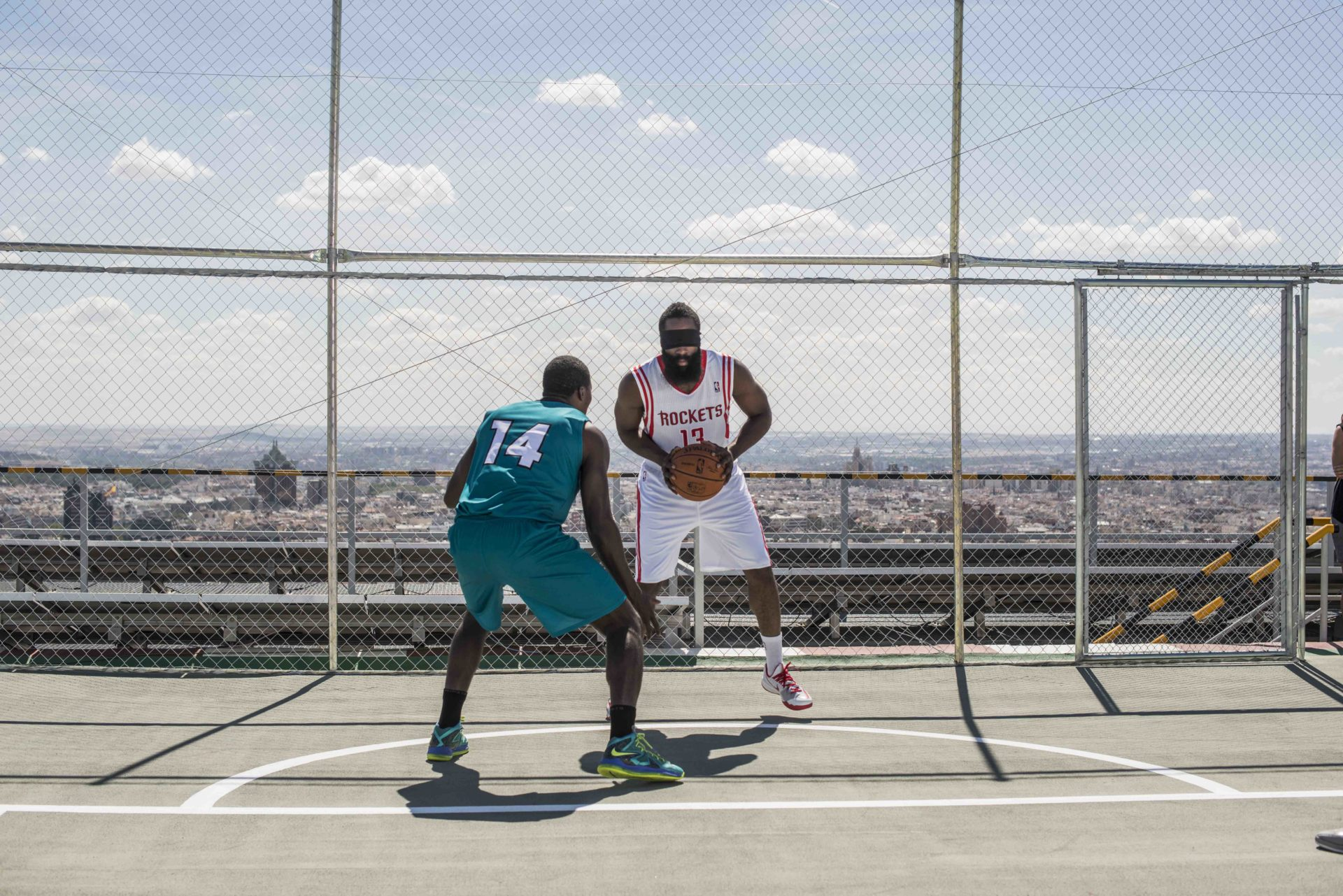 Fotografía de Kevin Durant y James Harden durante el BBVA Challenge