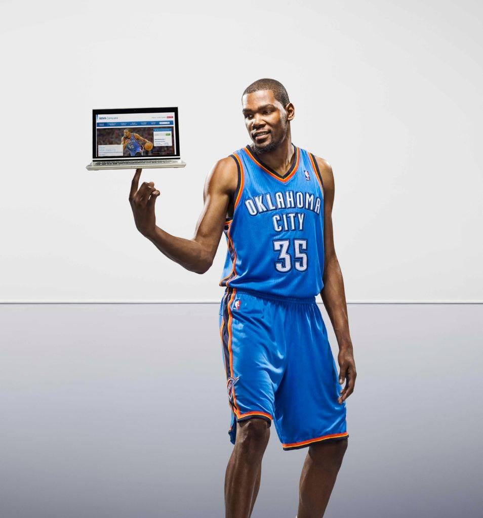 Fotografía de Kevin Durant en el anuncio de BBVA donde estés