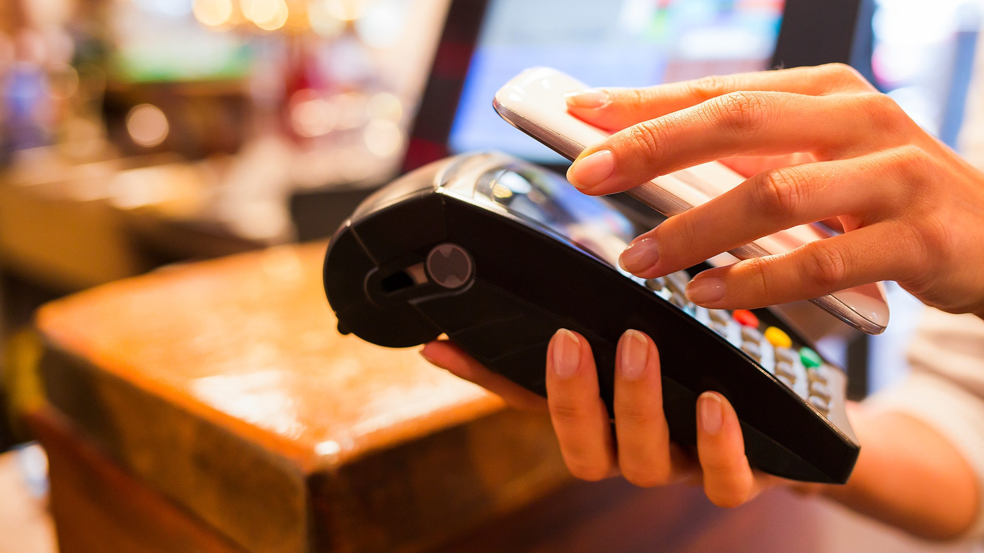 picture of paying credit card mobile