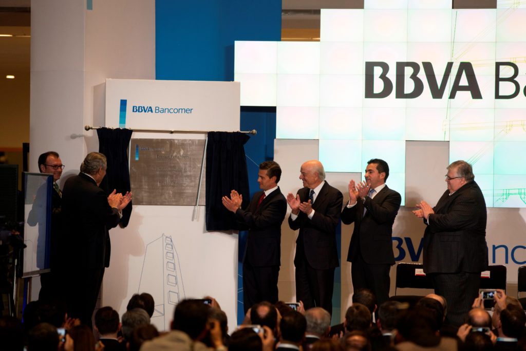 Francisco González and Mexican President Enrique Peña Nieto unveil the BBVA Bancomer Tower in Mexico City