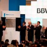 Francisco González and Mexican President Enrique Peña Nieto unveil the BBVA Bancomer Tower in Mexico City