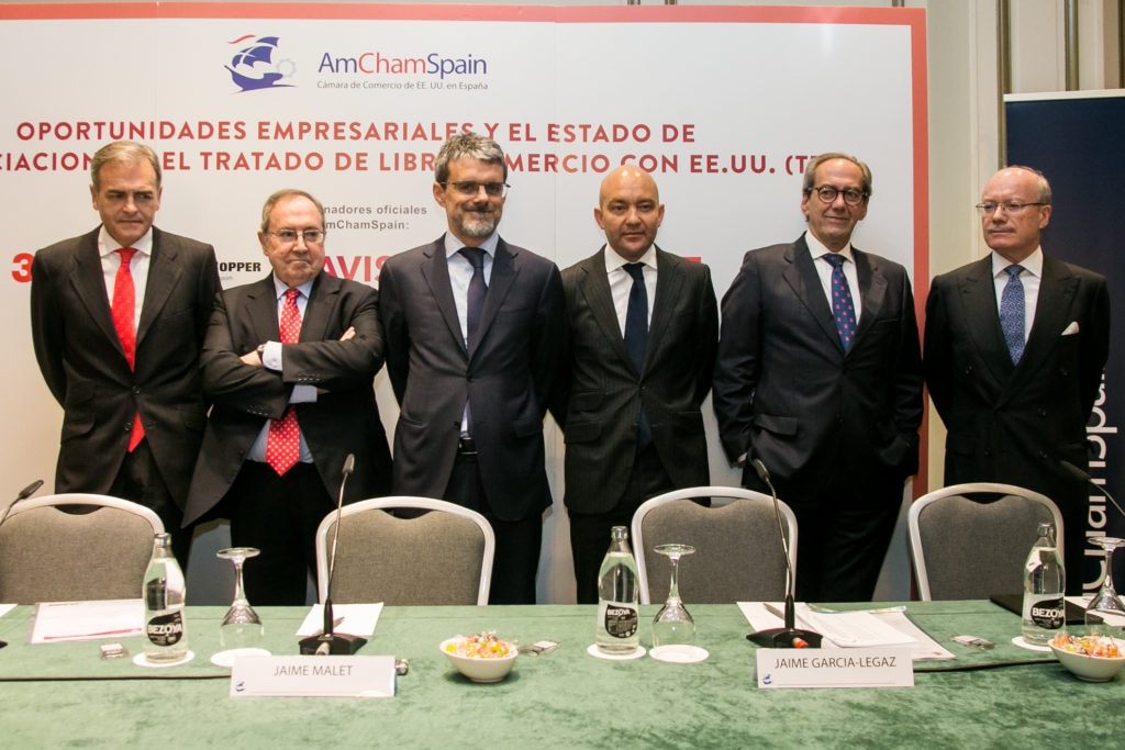From left, journalist Carmelo Encinas; José Luis Bonet, President of the Chamber of Commerce; Jaime Malet, Chairman of the American Chamber of Commerce in Spain; Jaime García-Legaz, Secretary of State for Trade of the Spanish Government; Jose Manuel González-Páramo, Executive Director, BBVA; and José Luis Feito, Chairman of the Institute of Economic Studies.