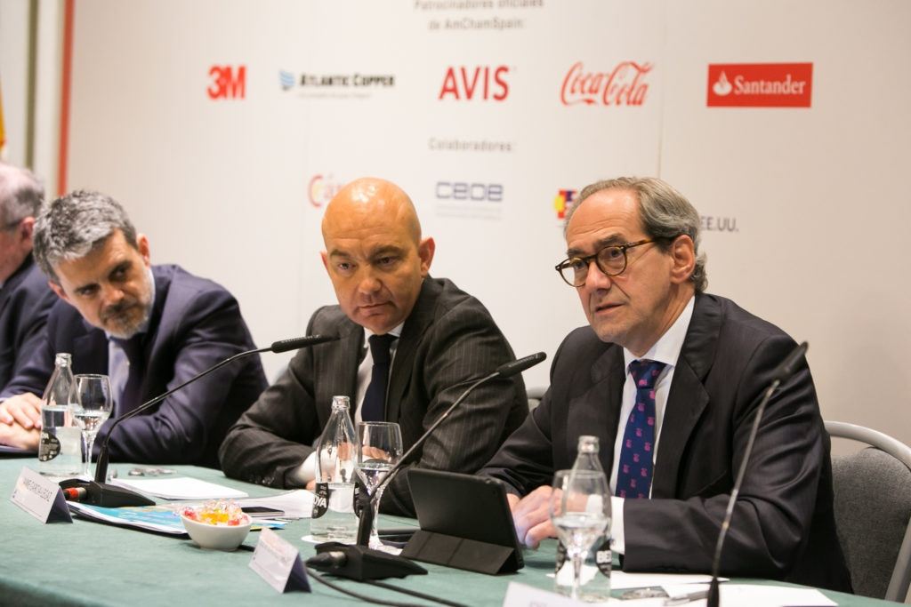 Jose Manuel González-Páramo, Executive Director, BBVA, during address, alongside Secretary of State for Trade of the Spanish Government, Jaime García-Legaz and Jaime Malet, Chairman of the American Chamber of Commerce in Spain.
