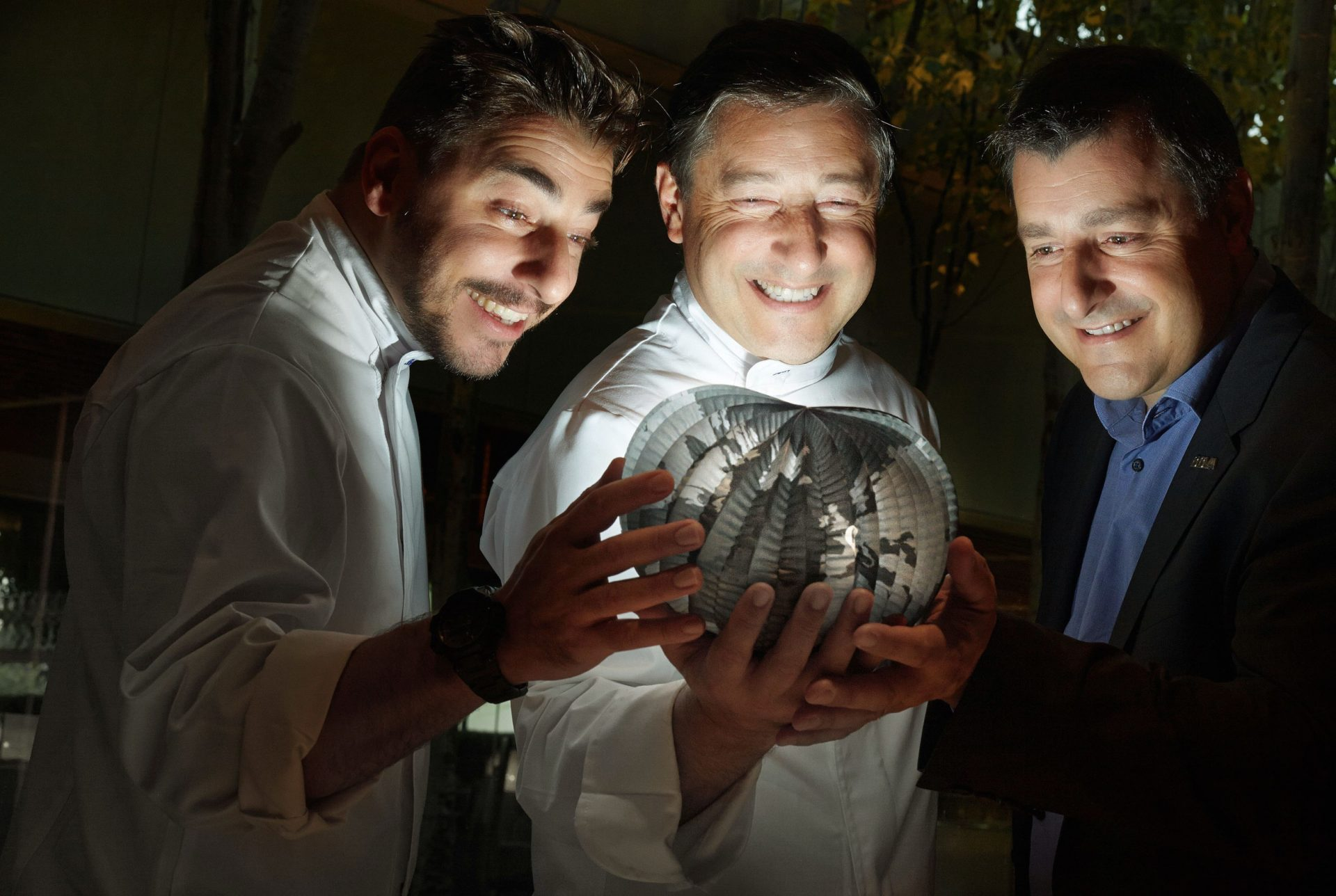 Pictureof the Roca brothers looking at a lit up globe- BBVA