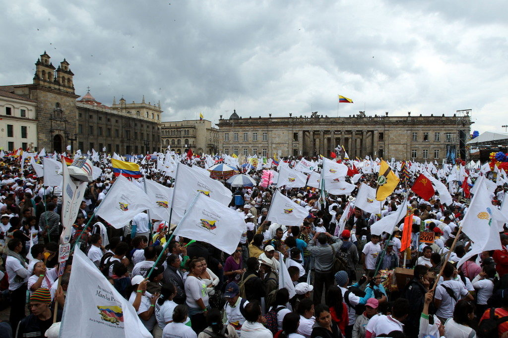Peace process in Colombia. Flags