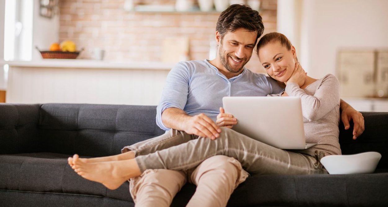 couple woman man pc computer resource bbva