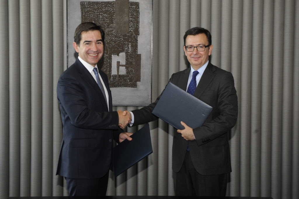 Carlos Torres Vila and Román Escolano, after BEI's signature