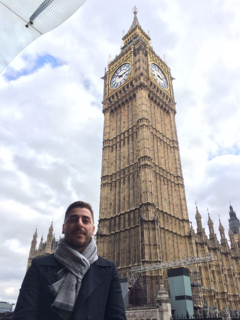 Picture of Jordi Roca with the Big Ben in London, during a trip prior to the 2016 BBVA tour