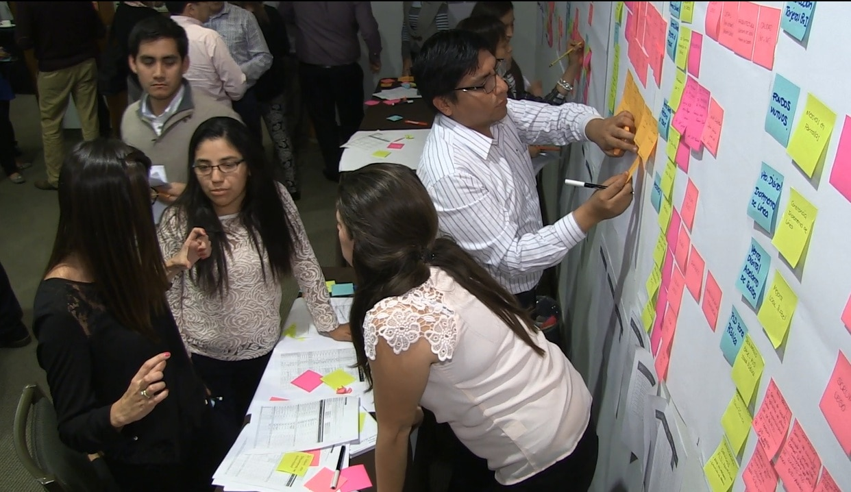 Image of employees at quarterly planning in BBVA Continental, Perú