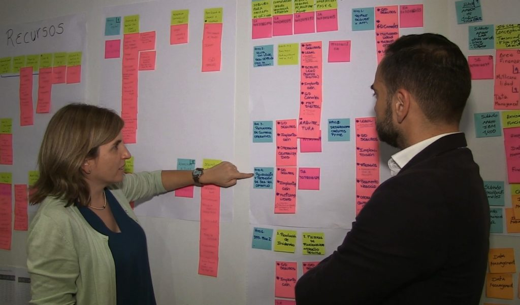 image of Employees work in the quarterly planning of BBVA Continental, scrum, agile