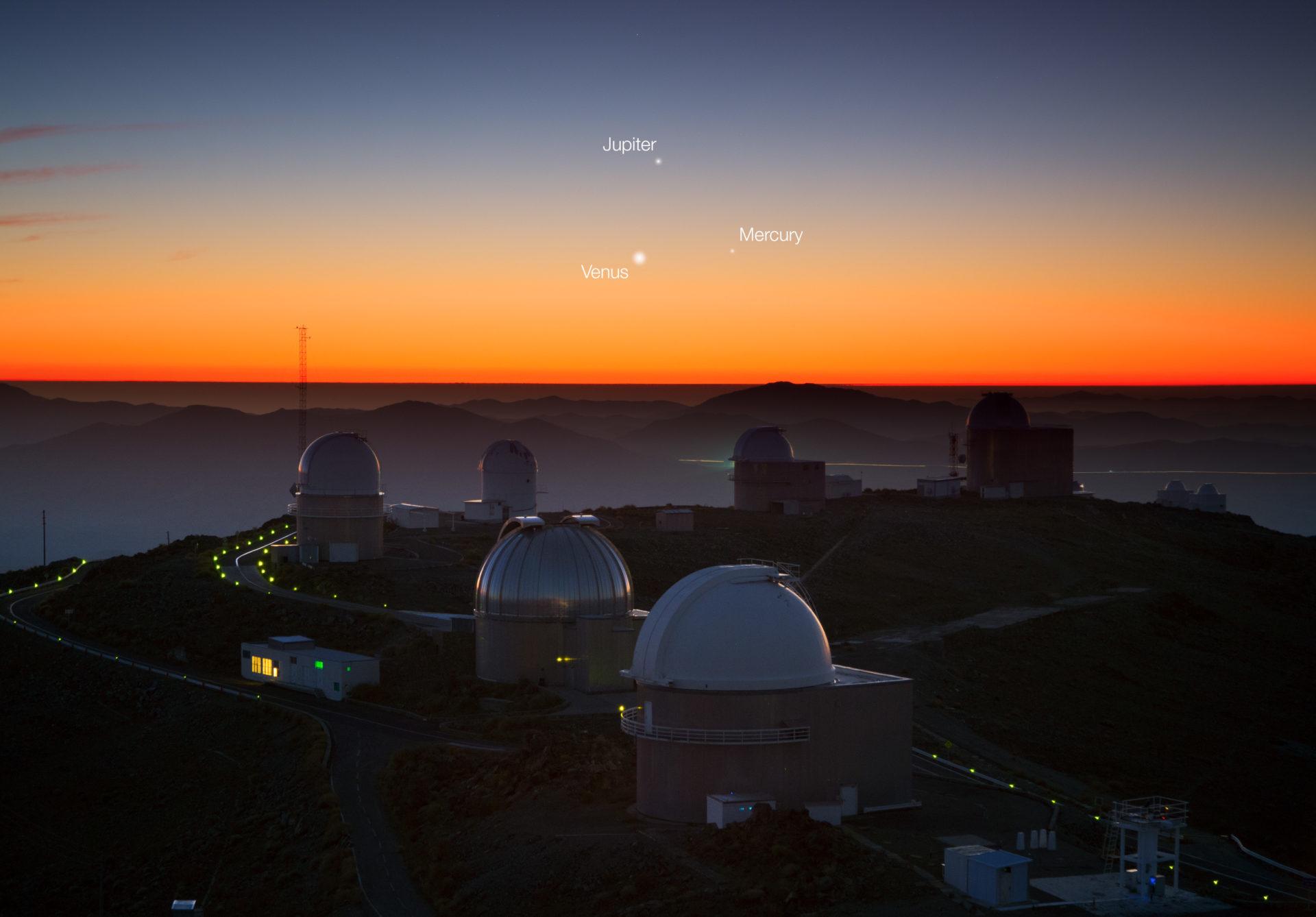 Three planets dance over La Silla