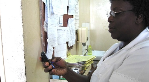 Image of anNurse_in_Ghana_using_mobile_phone