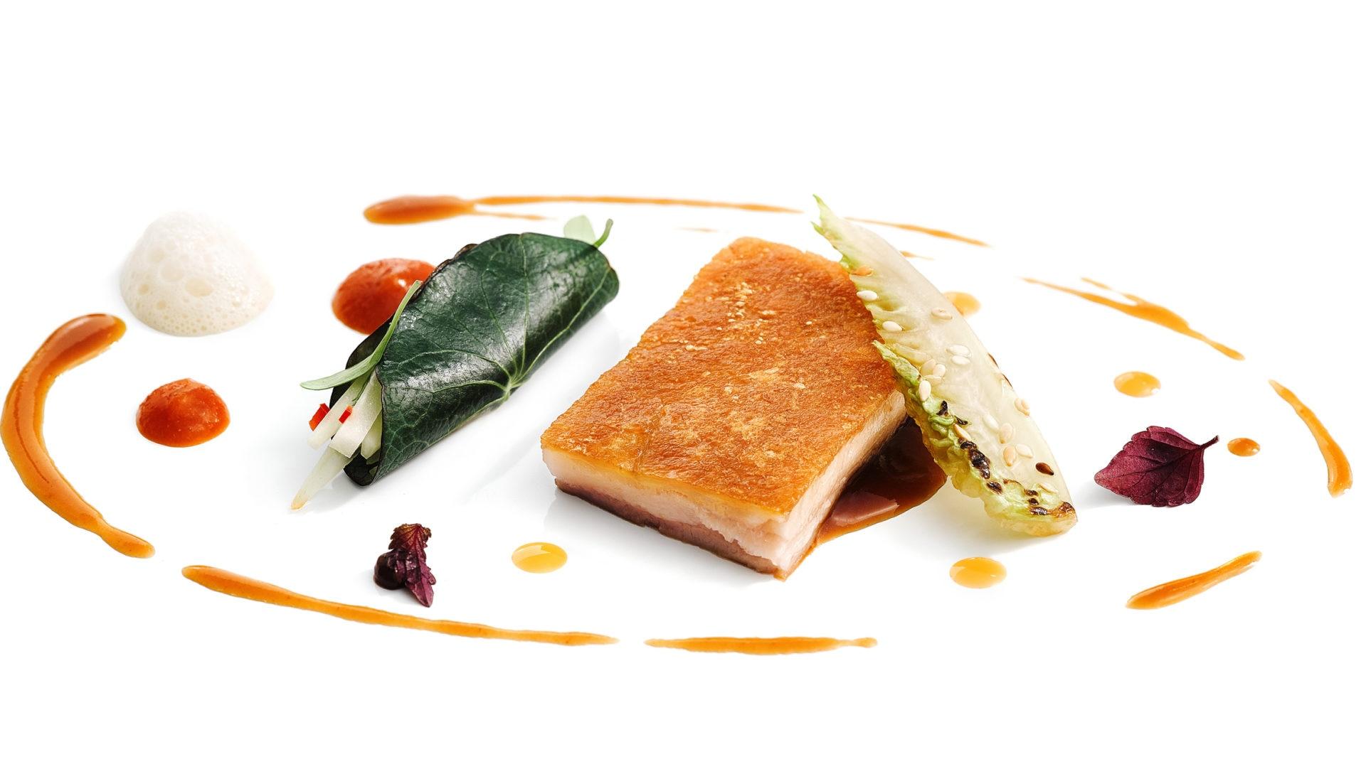 Picture of suckling pig with salad of green papaya Hong Kong menu BBVA Celler Tour 2016