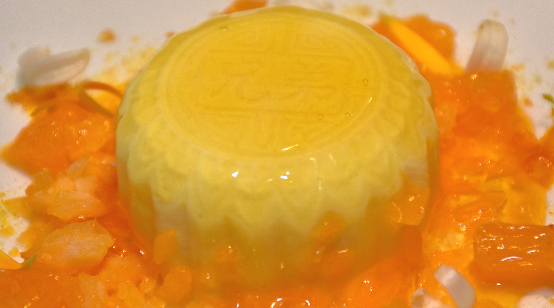 Picture of flan of mandarin flor with mandarin