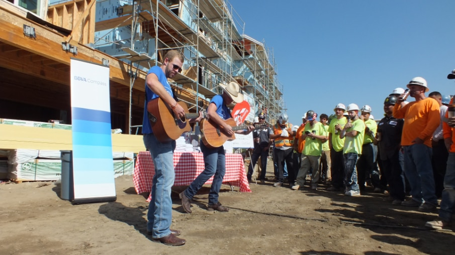 Tyler Dial performing in LA in front of construction workers.