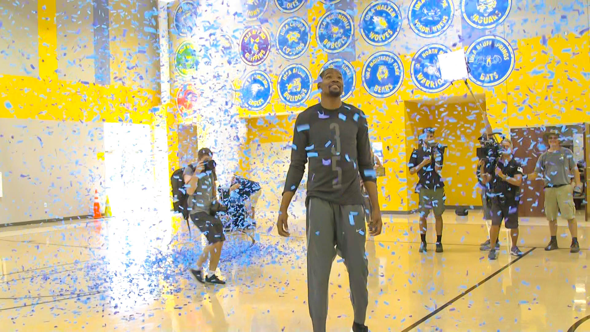Kevin Durant walks into the gym at IDEA Rundberg