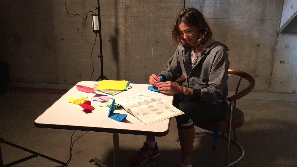 Garbiñe Muguruza learn origami