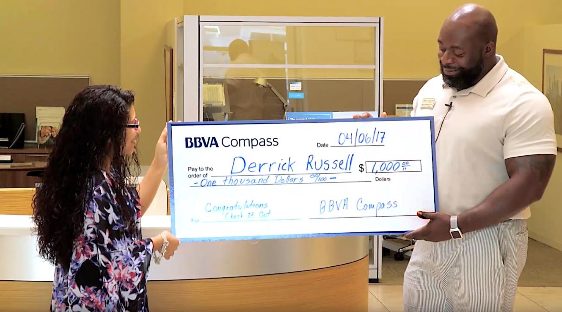 Watch: Houston client wins big in Mobile Deposit promotion | BBVA