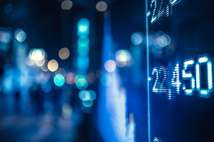 RESOURCE recurso display stock market numbers and graph innovation tech technology fintech finance economy