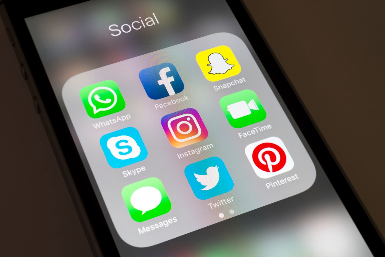 RESOURCE recurso innovation apps mobile social network Instagram and social media apps on cellphone